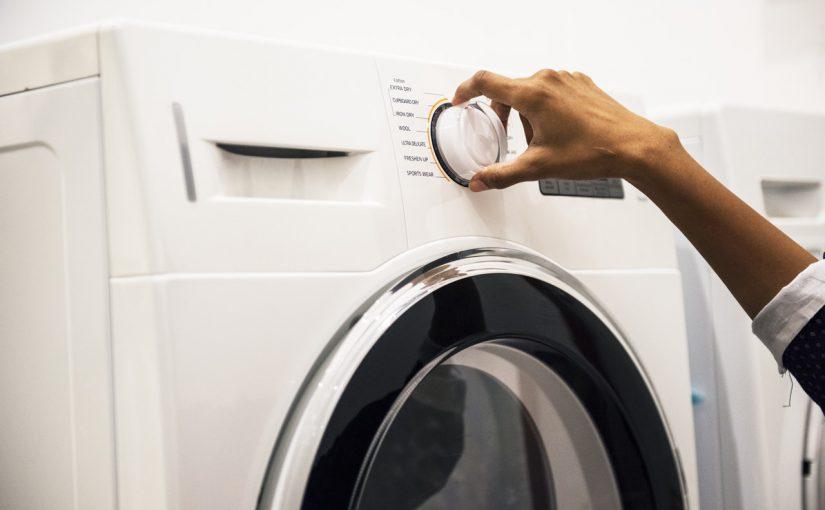 Nieprzyjemny zapach z pralki – jak sobie z nim poradzić